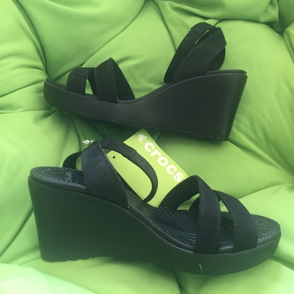 b76dd28ea95b NWT Crocs Leigh II Cross Strap Wedge